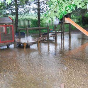 die Außenanlage der Kita Flohkiste wurde überschwemmt und ist unbenutzbar geworden